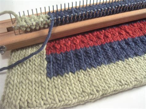 authentic knitting board knit a cool rug on a loom board this is using the 28