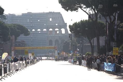 fondo di roma foto la mini fondo di roma corsa ai fori imperiali e al