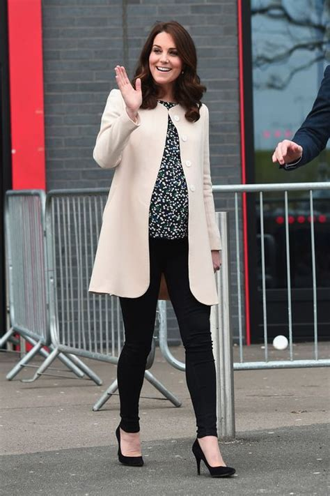 kate middletons  maternity outfits kates chic