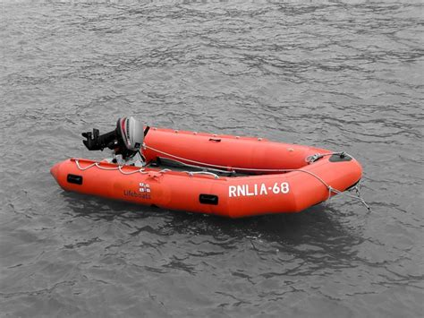 yacht opblaasboot photo gratuite bateau canot de sauvetage image
