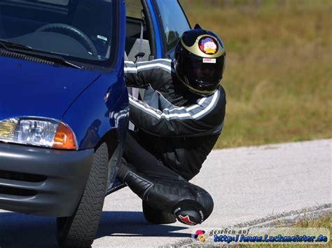 Lustige Motorrad Spiele by Motorradfahrer Im Auto