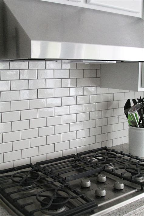 White Tiles With Grey Grout Kitchen by Gray Grout With White Subway Tiles Helps Keep The Kitchen