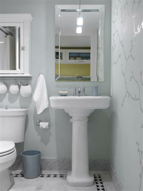 como decorar un bano pequeno y sencillo #1: como-decorar-un-ba%C3%B1o-peque%C3%B1o-y-sencillo-papel-paredes.jpeg