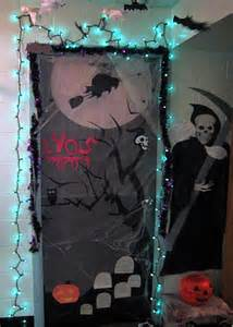 How To Decorate Your Door For Halloween Halloween Door Decorations