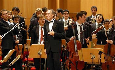 haitink e pollini con la mozart musica e in attesa di abbado si scioglie l orchestra mozart