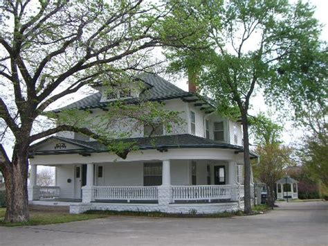 carriage house picture of texas white house bed and