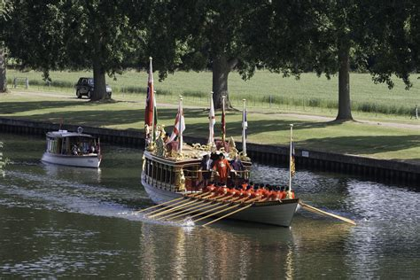 river thames queen queen s row barge gloriana gloriana the queen s rowbarge