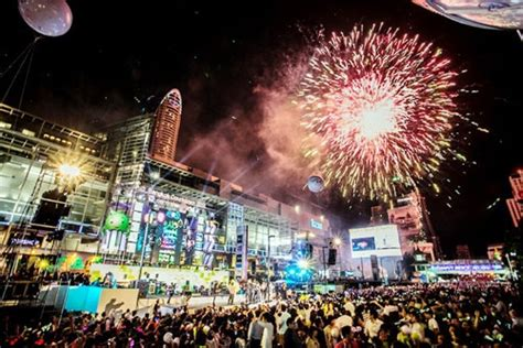new year 2018 thailand เคาท ดาวน แอท เซ นทร ลเว ลด