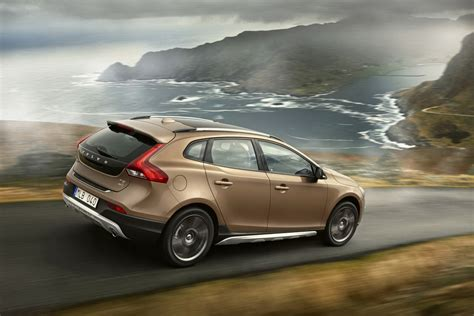 volvo shows new v40 cross country ahead of