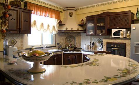 superba Cucine Rustiche Con Isola Centrale #2: 01-cucina-in-muratura-con-penisola-curva.jpg