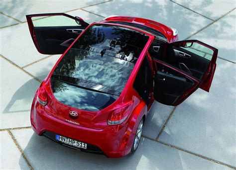 hyundai veloster doors perceptions of a false madman the hyundai quot only has 3