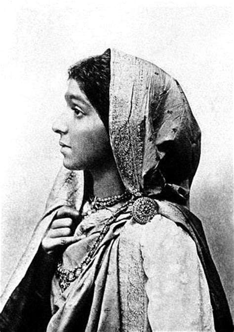 Sarojini Naidu Biography In English Pdf | sarojini naidu pictures and photos