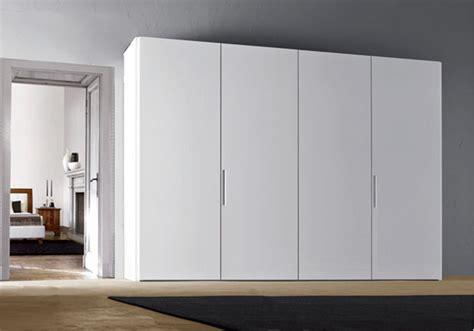 armadi bianchi armadi scorrevoli bianchi mobili