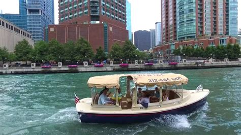duffy boats chicago cruising the chicago river chicago electric boat company