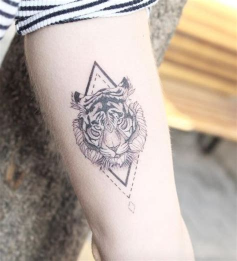 tiger tattoo wrist gevonden op co uk via future tattoos