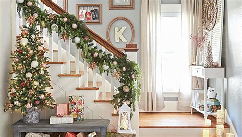 banister decorating ideas christmas decorating for staircases
