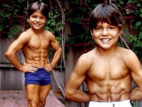 richard sandrak bench press richard sandrak world s strongest boy and bodybuilder