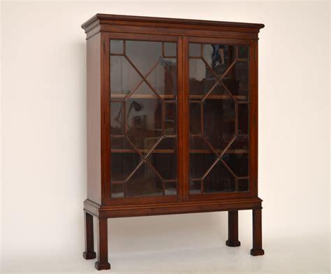 glasvitrine antik kleiner antiker b 252 cherschrank vitrine