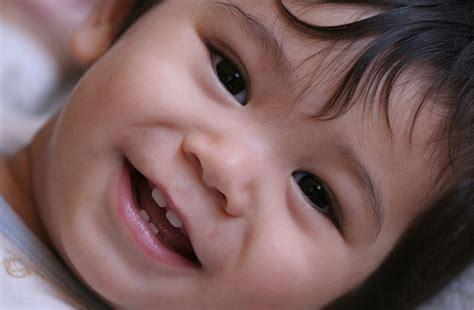 Bebelac 0 6 Bulan Tanda Tanda Pertumbuhan Gigi Bayi Bebeclub