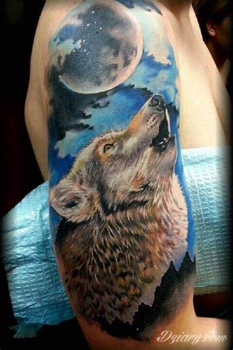 animal tattoo underarm tatuaż wilk wyjący do księżyca tatuaż z dodatkiem niebiesk