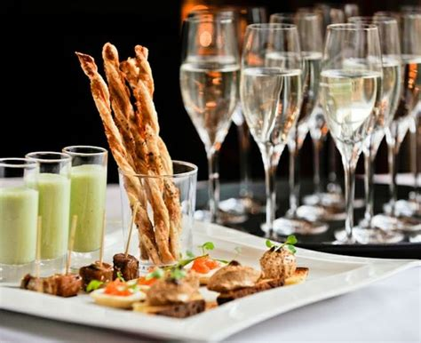 thames river cruise with bubbly canapes chagne and canape cruise for four trade