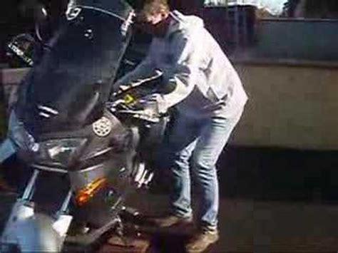demi tour rapide en moto