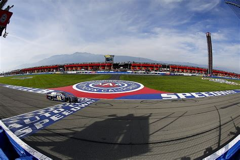 fontana nascar jimmie johnson snatches victory in