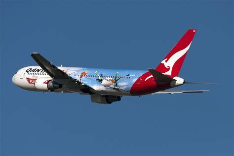 pictures of planes file qantas boeing 767 quot disney planes quot 1 jpg wikimedia