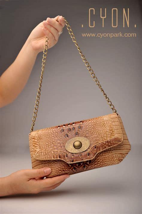Handbag Motif Kulit Ular Tutup Emas Tali Panjang Casual Style handbag collections new arrival butik shop tas pesta belt wanita cyonpark