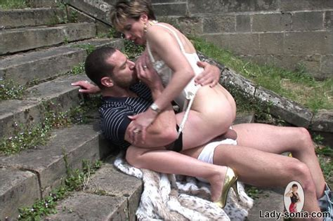 Amazing Ass Milf Lady Sonia Rides A Cock Outdoors Pichunter