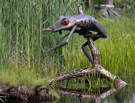 Hand Made Giant Tree Frog by Chris Williams Sculpture