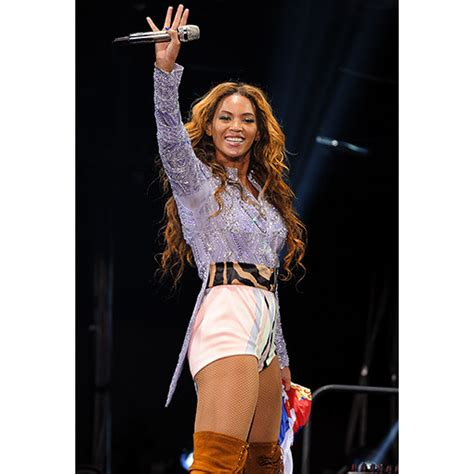 beyonce new look 2015 see the designer costumes beyonce wears on her world tour