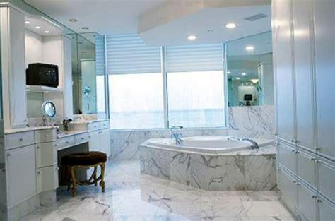 sichtschutz badfenster sichtschutz f 252 r badfenster fensterl 228 den und fensterdeko