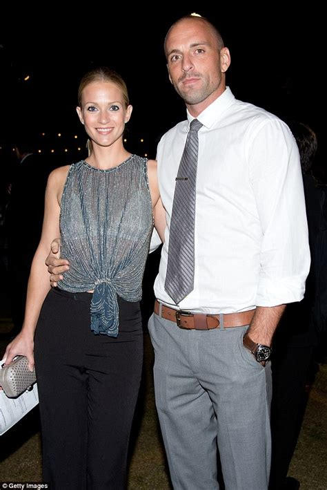 a j cook wedding photos aj cook and husband nathan andersen are expecting their