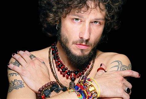 biografa del silencio 8416280045 music and fashion the spanish maestro enrique bunbury wolf in a suit