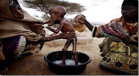 imagenes de niños que mueren de hambre se mueren de hambre en el cuerno de 193 frica el rastreador