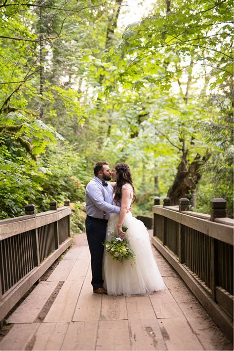 Oregon Waterfall Wedding   Seattle Wedding Photographers