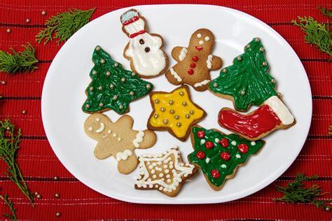 quando decorare i biscotti usa la frusta da cucina per decorare i biscotti l effetto