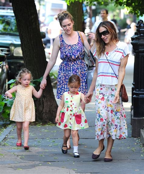 sarah jessica parker with her daughter sarah jessica parker walks her daughters to school zimbio