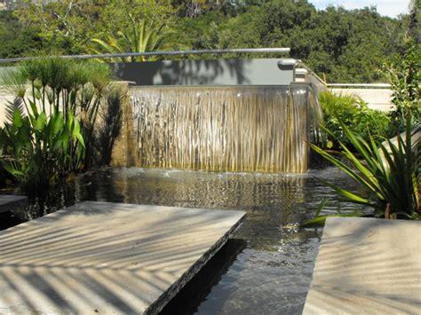 Wasserlauf Garten Modern by 91 Ideen F 252 R Einen Traumhaften Wasserfall Im Garten