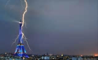 eiffelturm beleuchtung hella heaven eiffel tower struke by lighting