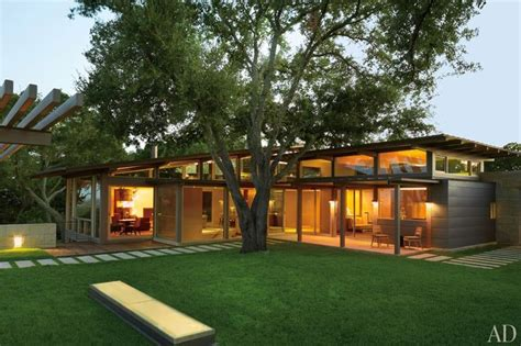 hillside fish house a hillside home in austin texas becomes a coveted retreat austin