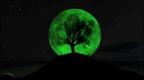 Pictures Of A Green Moon fact check green moon