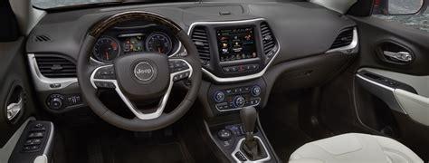 2017 Jeep Cherokee Premium Interior Features