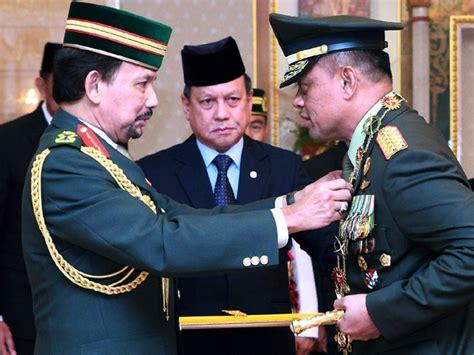 detik gatot nurmantyo panglima tni terima bintang kehormatan dari sultan brunei