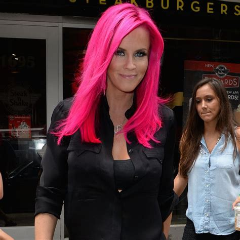 what kind of extensions does jenny mccarthy jenny mccarthy debuts a shocking neon pink do toofab