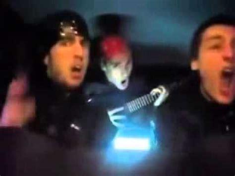 cuando vas en el carro con tus amigos megadiversion cuando tu amigo pone musica en el carro doovi