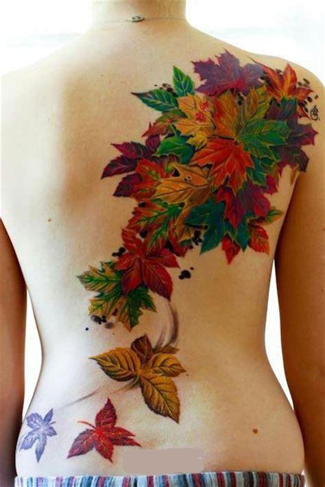 tatuajes hojas espalda