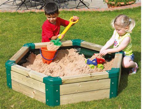 imagenes niños jugando con arena areneros para jugar con el cubo y la pala en el jard 237 n