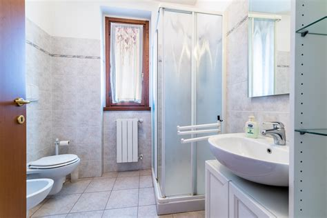 tenda per finestra bagno finestra bagno affordable tenda classica su bastone per